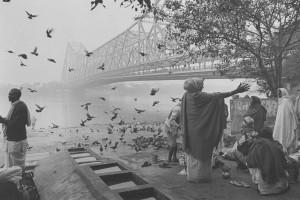 © Hiroh Kikai - Pèlerins dans le brouillard (Calcutta, 2008)